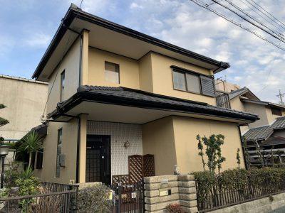春日井市大手田酉町 M様邸の外壁塗装のご紹介です。 築40年で3回目の塗り替えになります。お隣様が...