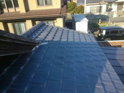 小牧市 F様邸の屋根カバー工法のご紹介です。増築部分が築17年で、屋根が捲れてきているので塗装して...