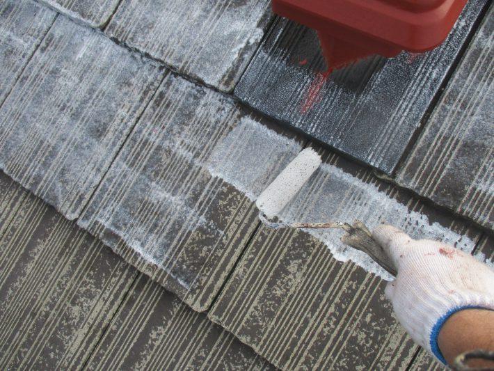 下塗り2回目 スラリー層に深くしみこませ固着させます。