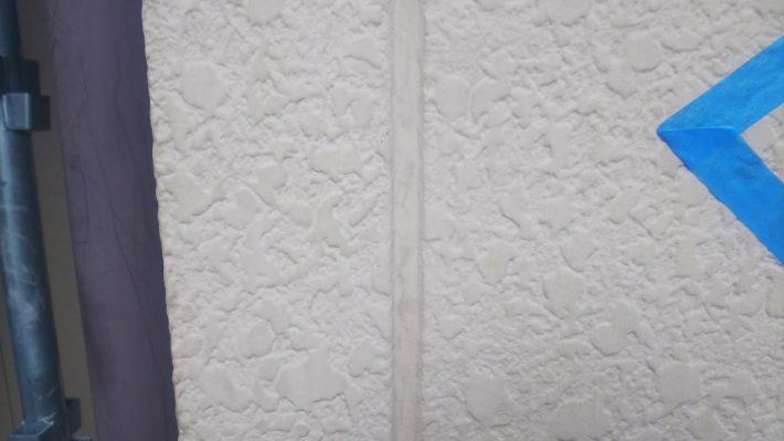 シーリング施工前 窓廻り部分も、2回目の施工の為既存シーリングを撤去し打ち替えです。