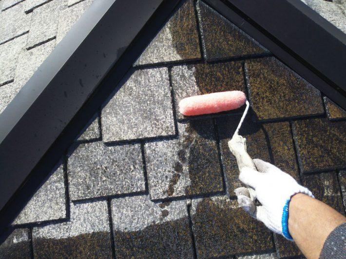 下塗り2回目 吸い込みが激しい為下塗り回数を増やし、しっかりした下地を作ります。