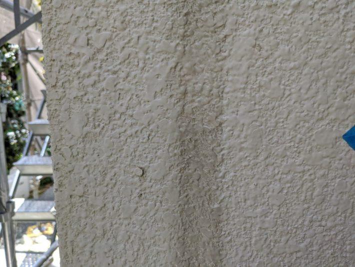シーリング施工前 外壁目地部分は、亀裂・断裂した既存シーリンングを撤去し打ち替えです。
