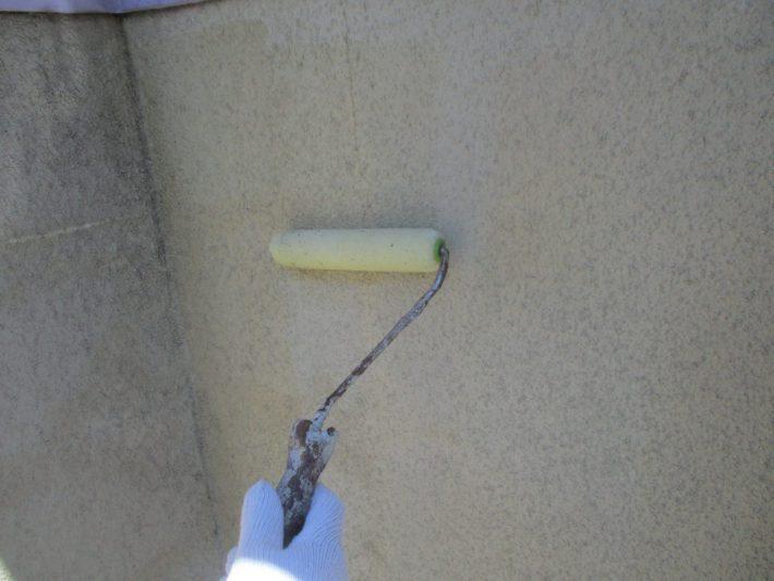下塗り 上塗り塗料の前に塗り、上塗り材との密着をよくする役割があります。シーラー、プライマー、フィラーなどがあります。