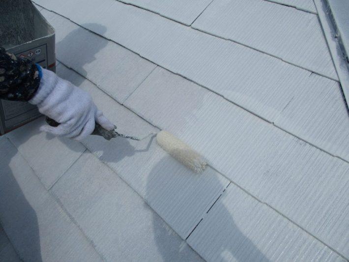 下塗り2回目 吸い込みが激しい為、下塗りを2回塗ります。