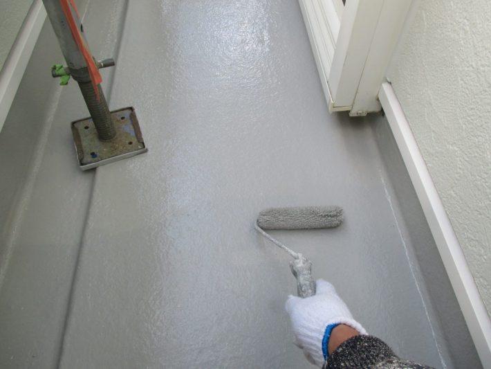 上塗り 塗り残しや、塗りムラを無くし、美観性と耐候性を高めます。