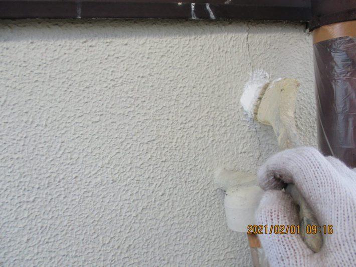 すり込み 再発しそうにない軽微なひび割れには、微弾性フィラーをすり込みます。