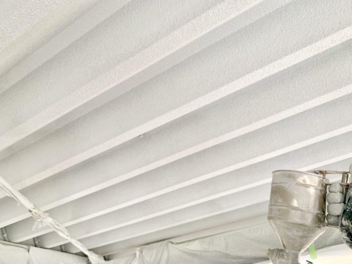 中塗り 塗膜厚1mmで1㎡あたり600mlの結露水を吸収するそうです。