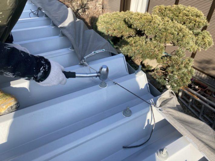 ボルトキャップ 雨漏り防止の為ボルトキャップをにコーキングを入れて取り付けます。