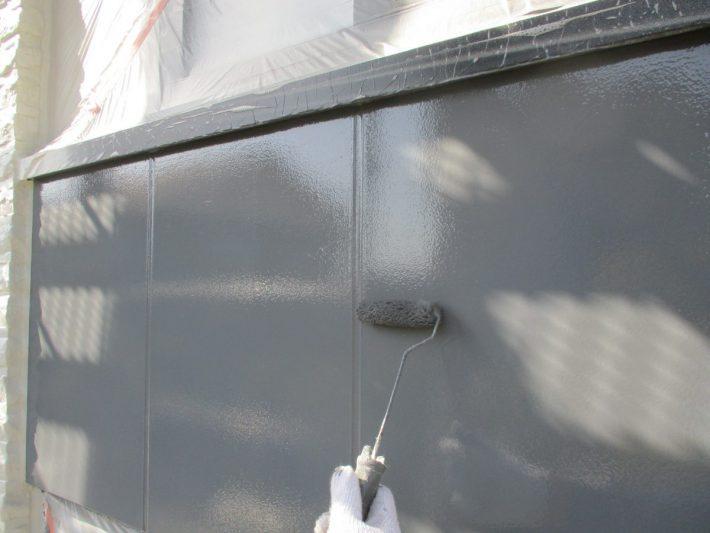 上塗り 塗り残しや、塗りムラを無くし、美観性と耐久性を高めます。