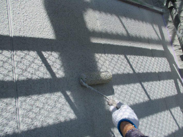 上塗り 塗り残しや塗りムラを無くし、美観性と耐久性を高めます。