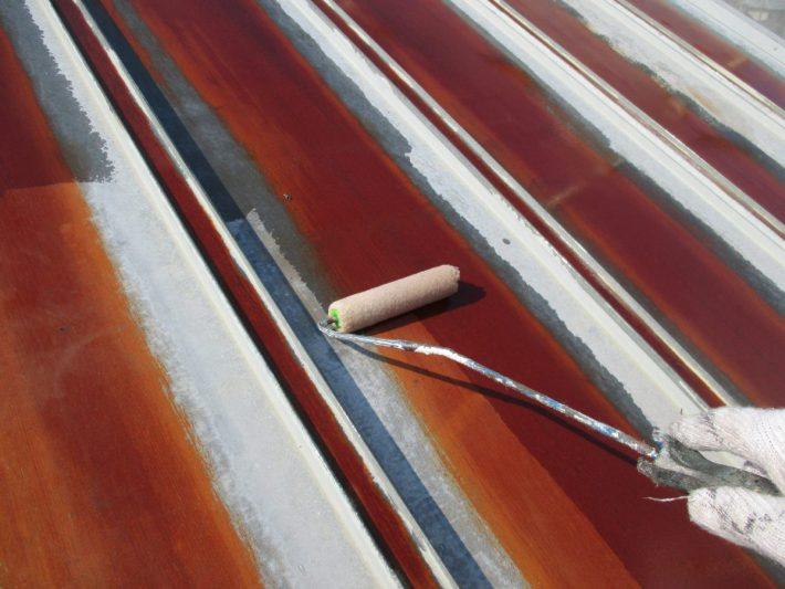 錆処理材 金属のサビに浸透し、湿気と空気を排除します。金属の酸化の原因になるのは水や酸素ですが、ラス・トレイントはこれらを遮断し、サビを抑え込むことができるのです。数種類の防サビ剤がサビをカプセル化するので、金属下地を長期間保護することが可能です