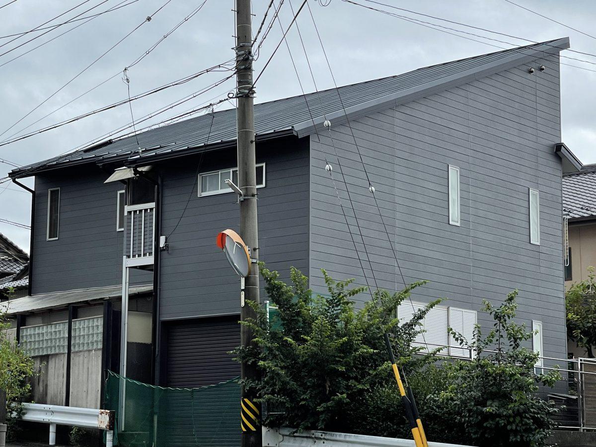 屋根も外壁もグレーでクールに仕上がりました✨